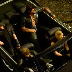 Noctis e o grupo no Regalia.