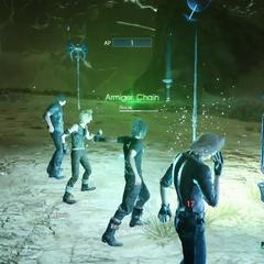 Товарищи Ноктиса используют королевское оружие в Цепи Оруженосца.