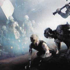 Ноктис и его друзья сражаются с магитех-пехотинцами.
