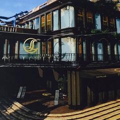 Отель Левилль.