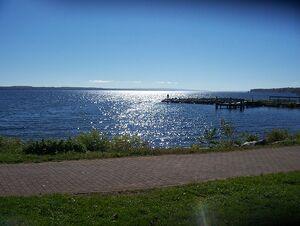 798px-Seneca lake Geneva