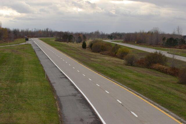 File:Lake Ontario State Parkway west of Kendall.JPG