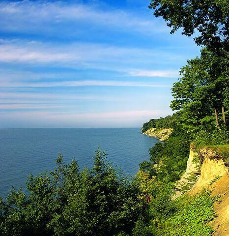 File:Lake Erie bluffs, Land's End, David M. Roderick Wildlife Reserve, Erie County..jpg