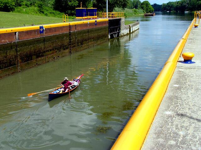 File:Lock on the Cayuga-Seneca Canal.jpg
