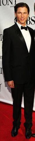 File:63rd Annual Tony Awards Arrivals sym-TZMzw9Al-1-.jpg