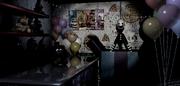 La marioneta saliendo de la caja en Prize Corner