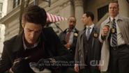 Captura de pantalla de The.Flash.2014.S01E01.720p.WEB.x264-NOGRP.mp4 - 2