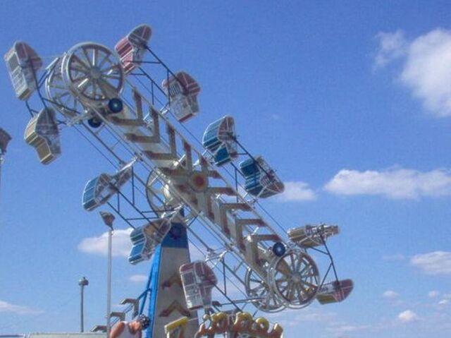 File:Zippper ride.jpg