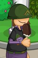 Sarge Fan con una paleta de helado