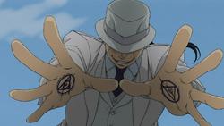 Kimblee con círculos de transmutación en sus manos