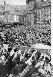 417px-Bundesarchiv Bild 137-004055, Eger, Besuch Adolf Hitlers