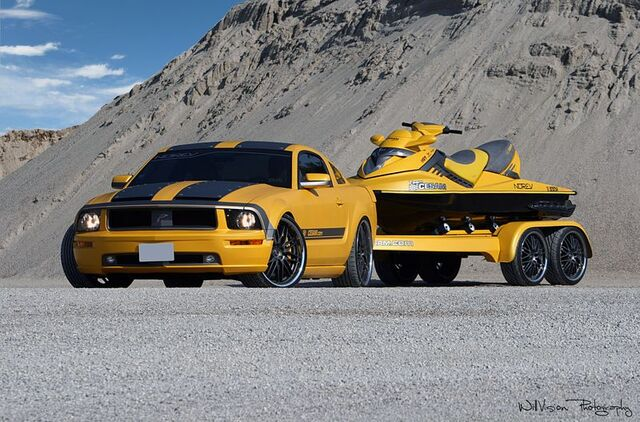 File:Ford Mustang + Jet Cesam Parotech.jpg