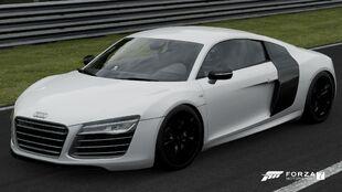 The 2013 Audi R8 Coupé V10 plus 5.2 FSI quattro in Forza Motorsport 7