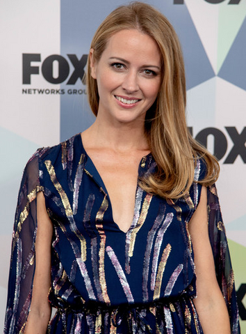 File:Amy Acker.png