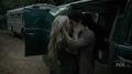 TG-Caps-1x07-eXtreme-measures-109-Lauren-Wes-kissing.png