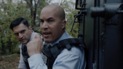 TG-Caps-1x13-X-roads-80-Agent-Novak-Agent-Jace-Turner