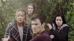TG-Caps-1x13-X-roads-112-Reed-Caitlin-Skyler-Naya