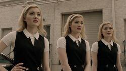 TG-Caps-2x03-CoMplications-28-Esme-Sophie-Phoebe
