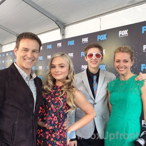 File:Upfronts 2017 Stephen Moyer, Amy Acker, Natalie Alyn Lind, and Percy Hynes White.jpg