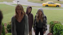 TG-Caps-1x03-eXodus-54-Caitlin-Andy-Lauren