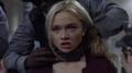 TG-Caps-1x09-outfoX-152-Lauren-collar.png