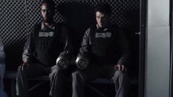TG-Caps-1x13-X-roads-18-Hounds