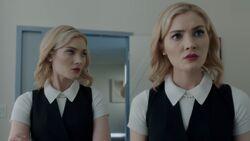 TG-Caps-2x03-CoMplications-09-Sophie-Phoebe