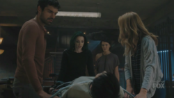 TG-Caps-1x08-threat-of-eXtinction-111-Eclipe-Polaris-Sage-Caitlin-Chloe