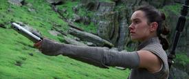 Rey returns lightsaber TFA