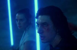Rey et Ben Solo face à Dark Sidious