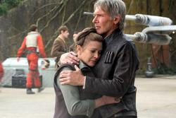 Han and Leia hug TFA