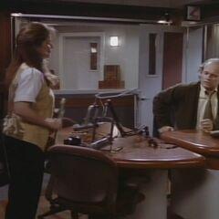 Roz tells Frasier a tale