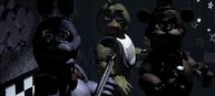 Freddy, Bonnie i Chica na Scenie patrzący sie w kamerę
