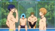 Nagisa essaie d'apprendre à nager à Rei