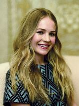 Britt-robertson-at-brian-van-der-brug-photoshoot-for-la-times 1