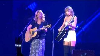 Taylor Swift and Phoebe Buffay (Lisa Kudrow) - Smelly Cat Live at Staples Center 26th of August 2015