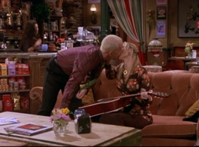 Phoebe Kisses Gunther