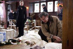 Fringe 2x14 Still 003