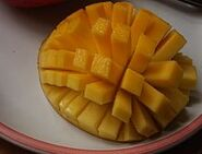 220px-Sliced-cubed Mango 01