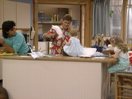 John Stamos, Dave Coulier, Jodie Sweetin and Mary-Kate or Ashley Olsen4 - Full House,S1 - Our Very First Show