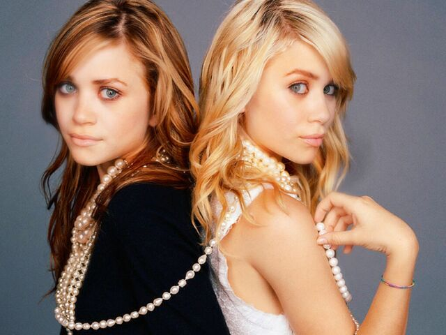File:Mary-Kate and Ashley😊.jpg