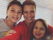 Jodie Sweetin witam daughters