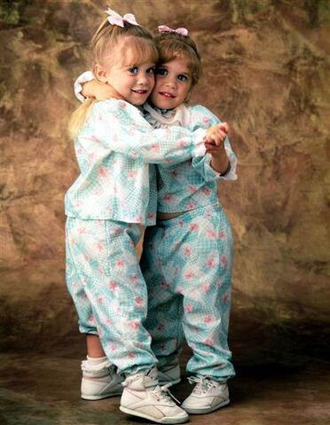 File:Full-house-mary-kate-ashley-olsen-today-160105 2d17ee9d39e8fc09b0fe49ac1034ec45.today-inline-large.jpg