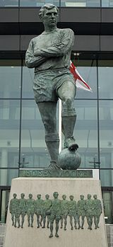 160px-Bobby Moore statue