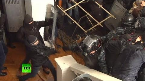 Violent video Ukraine rioters brutally beat police, storm local admin building-0