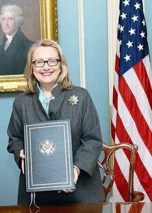 Клинтон подписывает реформу налогообложения