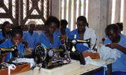 Jeunes filles apprenant la couture - Ecole Spéciale de Brazzaville
