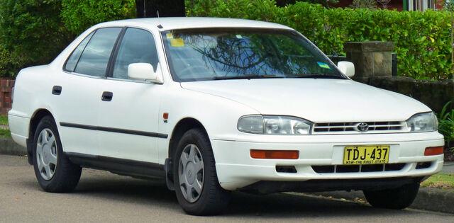File:1994-1995 Toyota Camry Vienta (VDV10) CSX sedan (2011-04-02).jpg