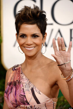 O-HALLE-BERRY-GOLDEN-GLOBES-2013-570