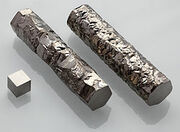 250px-Zirconium crystal bar and 1cm3 cube